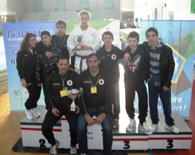 https://www.ragusanews.com//immagini_articoli/26-01-2012/judo-bottino-di-medaglie-della-koizumi-a-taranto-500.jpg