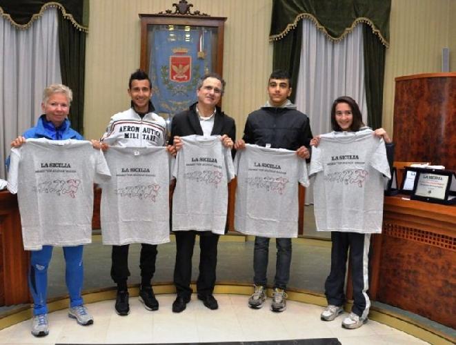 https://www.ragusanews.com//immagini_articoli/26-01-2013/top-atletica-tre-premiati-a-modica-500.jpg