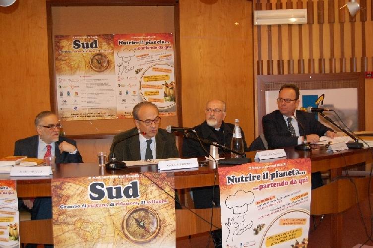 https://www.ragusanews.com//immagini_articoli/26-01-2014/carlo-borgomeo-a-ragusa-come-uscire-dallarretratezza-500.jpg