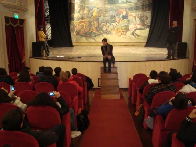 https://www.ragusanews.com//immagini_articoli/26-01-2014/giuseppe-colombo-lezioni-darte-al-garibaldi-500.jpg