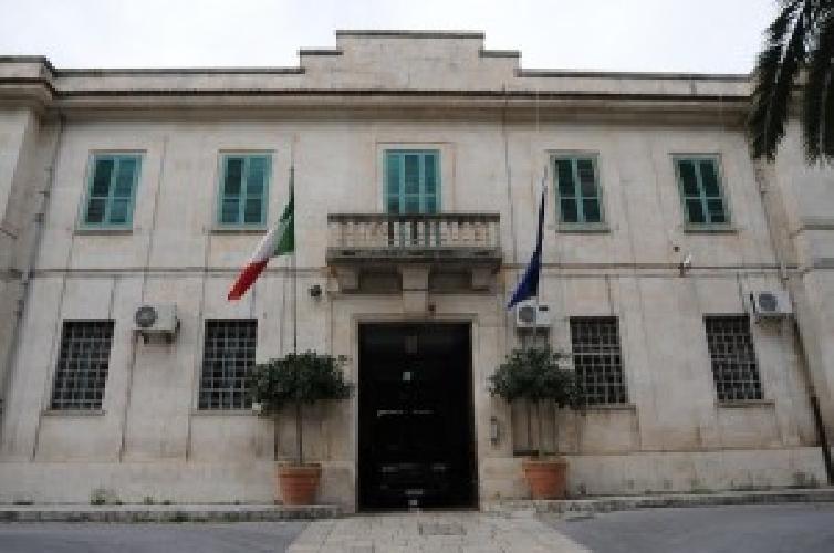 http://www.ragusanews.com//immagini_articoli/26-01-2014/incendio-al-carcere-di-ragusa-500.jpg