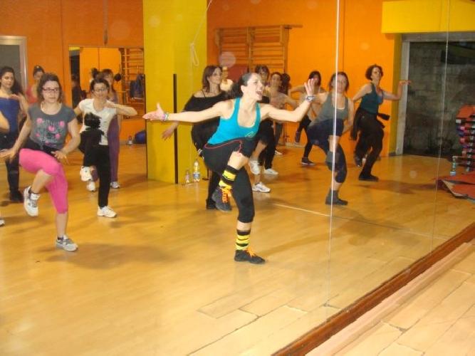 http://www.ragusanews.com//immagini_articoli/26-01-2014/siciliana-e-modicana-la-master-trainer-di-piloxing-500.jpg