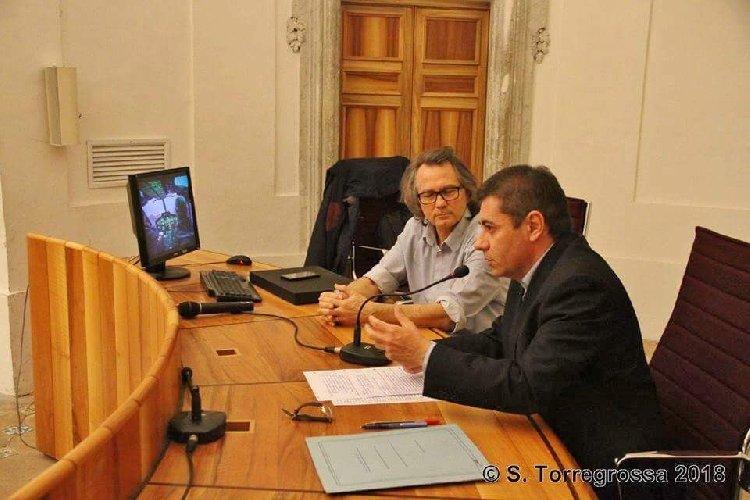 https://www.ragusanews.com//immagini_articoli/26-01-2018/1516969364-sicilia-vista-cielo-lezione-alluniversita-catania-1-500.jpg