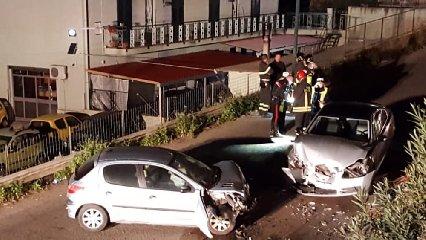 https://www.ragusanews.com//immagini_articoli/26-01-2020/scontro-fra-due-auto-un-morto-tre-feriti-240.jpg