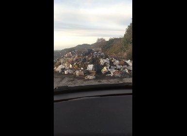 https://www.ragusanews.com//immagini_articoli/26-01-2021/montagnola-di-rifiuti-sulla-provinciale-ragusa-modica-arte-moderna-video-280.jpg