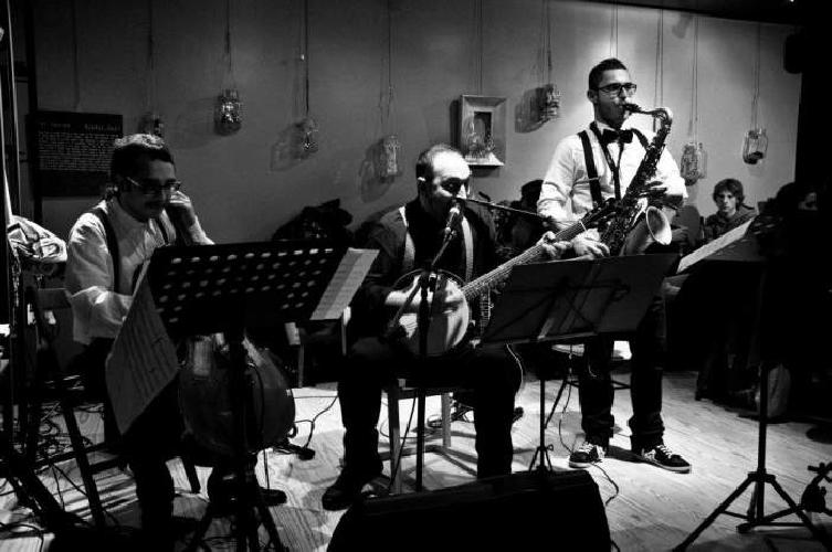 https://www.ragusanews.com//immagini_articoli/26-02-2013/il-trio-casamia-e-i-cordasicula-a-ragusa-500.jpg