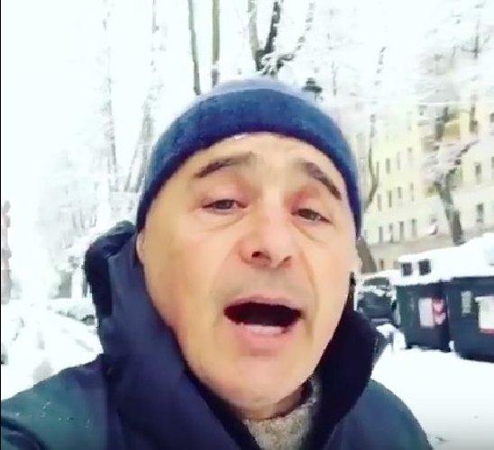 https://www.ragusanews.com//immagini_articoli/26-02-2018/luca-zingaretti-canta-quanto-bella-roma-neve-500.jpg