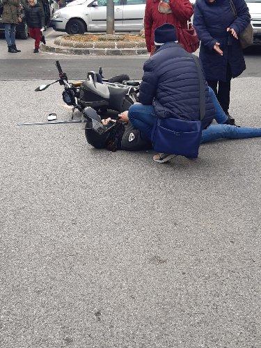 https://www.ragusanews.com//immagini_articoli/26-02-2020/auto-scooter-in-viale-medaglie-d-oro-ferito-un-16enne-500.jpg