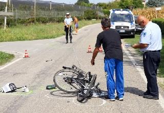 http://www.ragusanews.com//immagini_articoli/26-03-2017/bici-travolte-auto-vicino-playa-grande-220.jpg