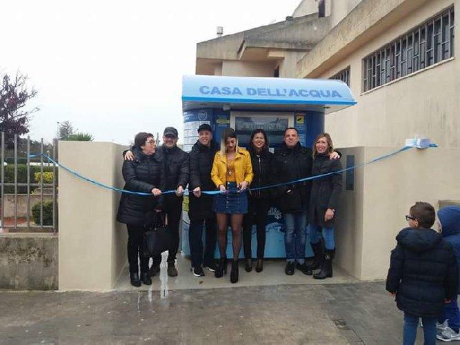 https://www.ragusanews.com//immagini_articoli/26-03-2018/ragusa-inaugura-quinta-casa-acqua-500.jpg