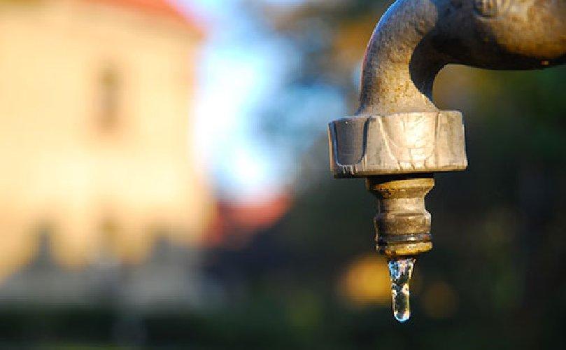 https://www.ragusanews.com//immagini_articoli/26-03-2018/scicli-senza-acqua-fino-domani-mezzogiorno-500.jpg