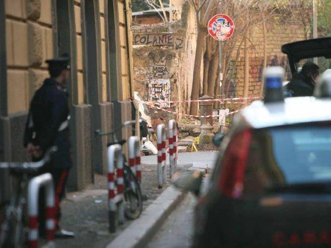 https://www.ragusanews.com//immagini_articoli/26-03-2019/catania-violentano-e-filmano-ragazza-pari-americana-3-arresti-500.jpg