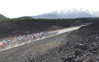 https://www.ragusanews.com//immagini_articoli/26-03-2019/ciclismo-il-giro-di-sicilia-passera-da-ragusa-240.jpg