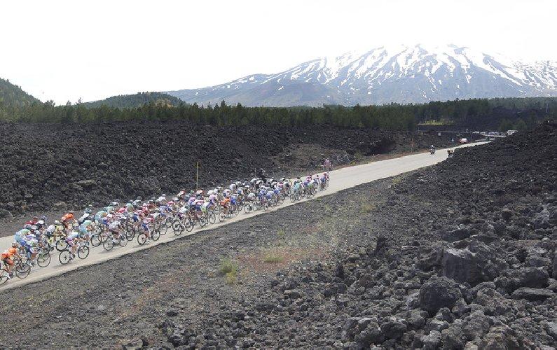 https://www.ragusanews.com//immagini_articoli/26-03-2019/ciclismo-il-giro-di-sicilia-passera-da-ragusa-500.jpg