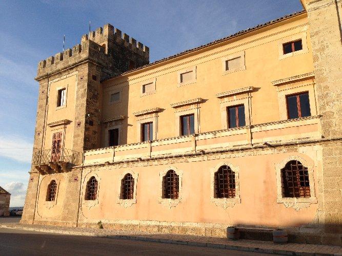 https://www.ragusanews.com//immagini_articoli/26-03-2019/il-castello-di-acate-e-palazzo-cocuzza-a-finanziamento-500.jpg