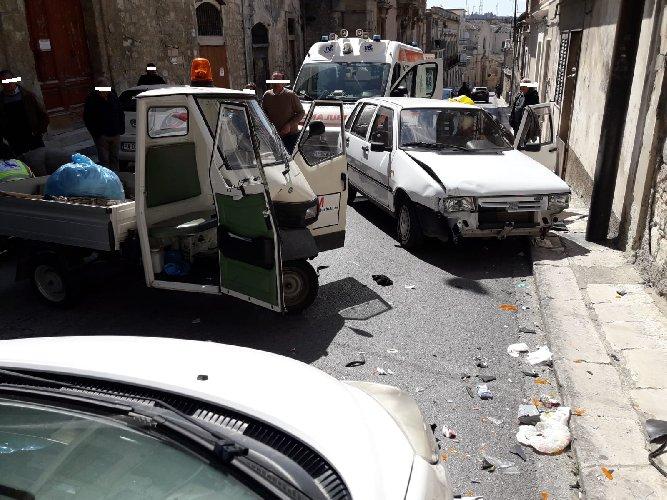https://www.ragusanews.com//immagini_articoli/26-03-2019/incidente-modica-500.jpg