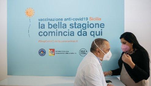 https://www.ragusanews.com//immagini_articoli/26-03-2021/vaccini-lo-sprint-inutile-piano-siciliano-all-aria-restano-70mila-dosi-280.jpg