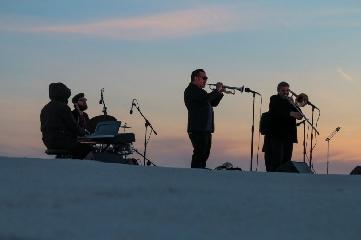 http://www.ragusanews.com//immagini_articoli/26-04-2017/paci-concerto-tramonto-240.jpg