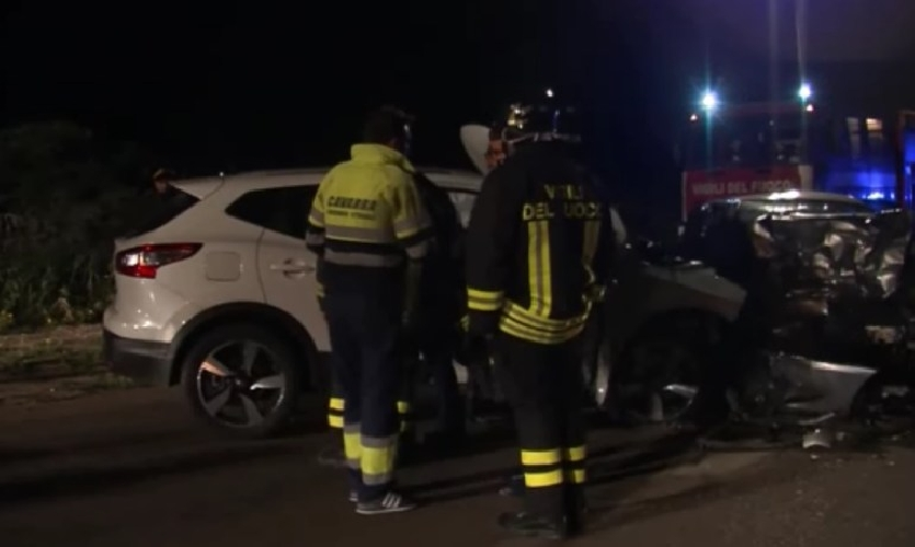 http://www.ragusanews.com//immagini_articoli/26-04-2017/scontro-ragusa-marina-feriti-500.jpg