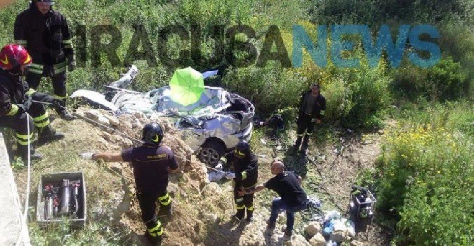 https://www.ragusanews.com//immagini_articoli/26-04-2018/incidente-cassibile-morti-ragazzi-ferita-18enne-incinta-500.jpg