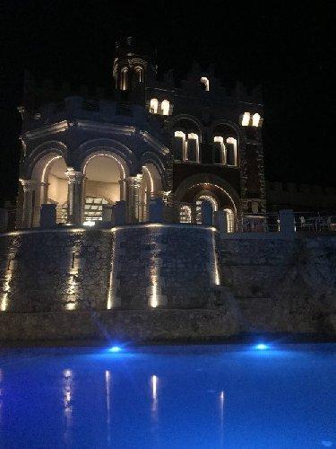 https://www.ragusanews.com//immagini_articoli/26-04-2018/metti-sera-cena-castello-500.jpg