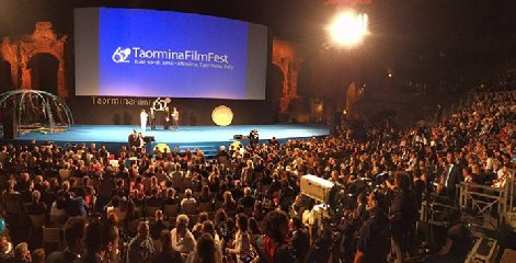 https://www.ragusanews.com//immagini_articoli/26-04-2018/taormina-arte-festival-cinema-fara-240.jpg