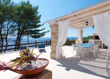 https://www.ragusanews.com//immagini_articoli/26-04-2021/case-al-mare-boom-anche-in-sicilia-e-non-per-le-vacanze-280.jpg