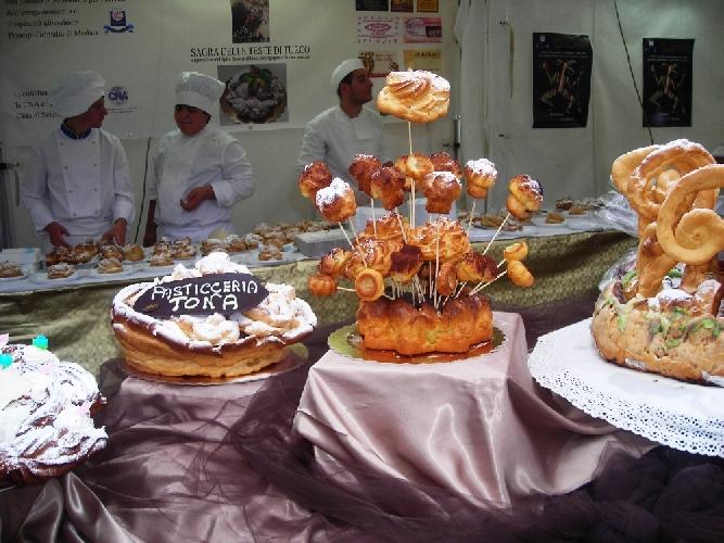 https://www.ragusanews.com//immagini_articoli/26-05-2011/mamma-li-turchi-e-gli-sciclitani-ne-mangiano-la-testa-500.jpg