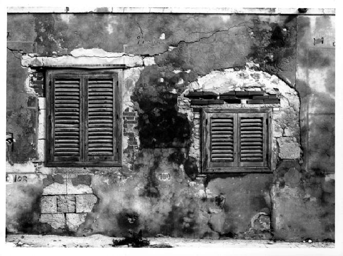 http://www.ragusanews.com//immagini_articoli/26-05-2014/tre-domande-sullarchitettura-da-salvaguardare-500.jpg