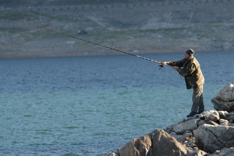 https://www.ragusanews.com//immagini_articoli/26-05-2017/pescatori-abusivi-porto-pozzallo-500.jpg