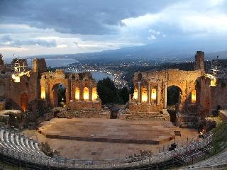 http://www.ragusanews.com//immagini_articoli/26-05-2017/politica-beni-culturali-sicilia-libro-240.jpg