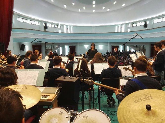 https://www.ragusanews.com//immagini_articoli/26-05-2018/orchestra-guastella-primo-posto-robiolo-foto-500.jpg