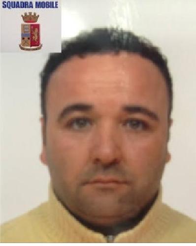http://www.ragusanews.com//immagini_articoli/26-06-2014/poliziotti-si-fingono-parenti-del-malato-e-lo-arrestano-500.jpg