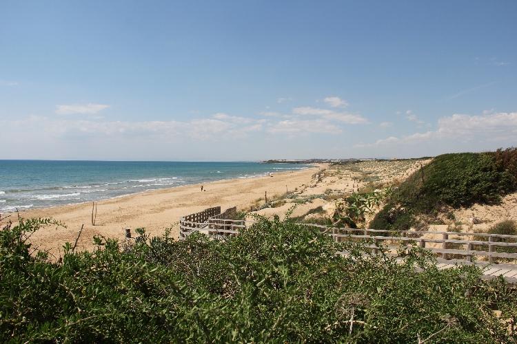http://www.ragusanews.com//immagini_articoli/26-06-2016/la-spiaggia-di-randello-luogo-del-cuore-500.jpg