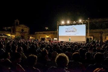 http://www.ragusanews.com//immagini_articoli/26-06-2017/festival-cinema-frontiera-film-concorso-240.jpg