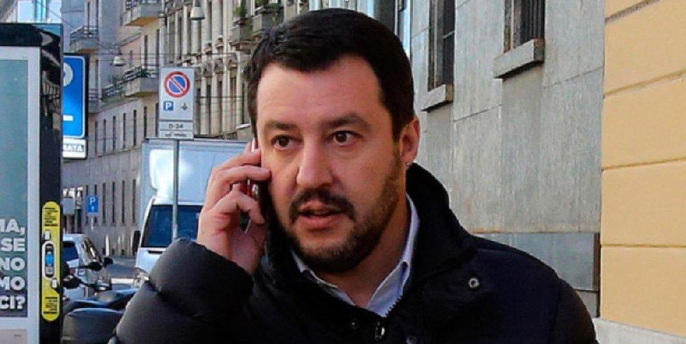 https://www.ragusanews.com//immagini_articoli/26-06-2018/salvini-chiama-sindaco-pozzallo-congratularsi-500.jpg