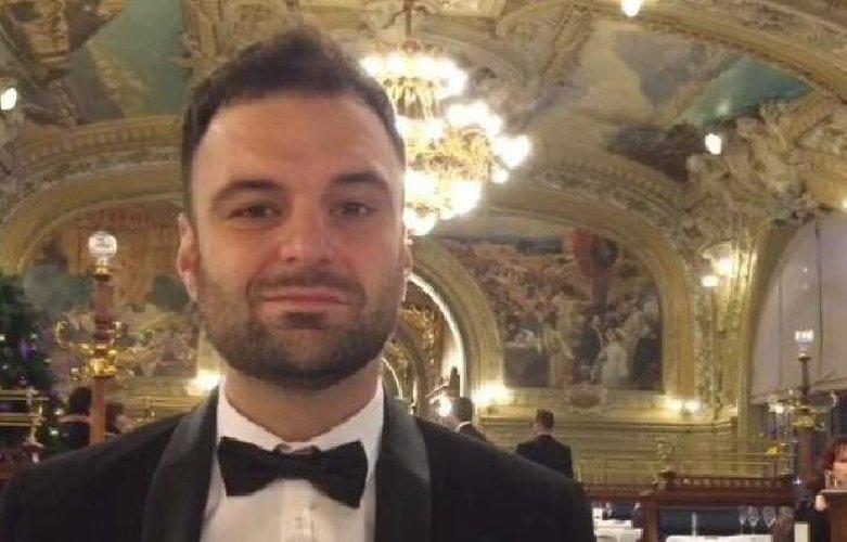 https://www.ragusanews.com//immagini_articoli/26-06-2019/il-pianista-accusa-il-parroco-non-mi-aveva-detto-di-essere-prete-500.jpg