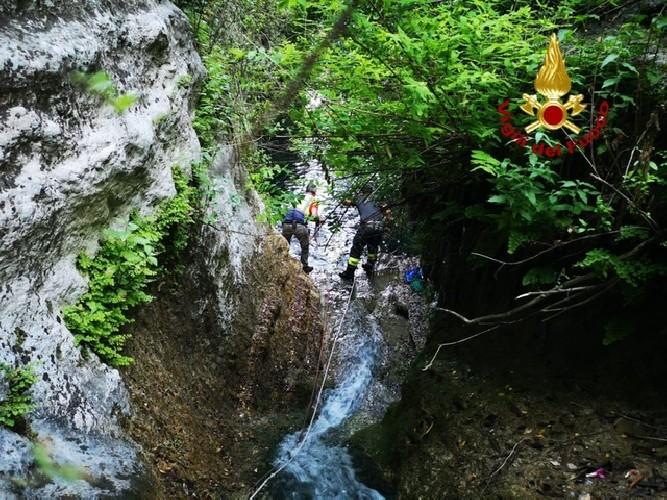https://www.ragusanews.com//immagini_articoli/26-06-2020/fa-un-escursione-in-una-cava-e-si-perde-500.jpg