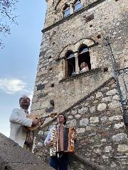 https://www.ragusanews.com//immagini_articoli/26-06-2020/mario-incudine-va-per-serenate-240.jpg