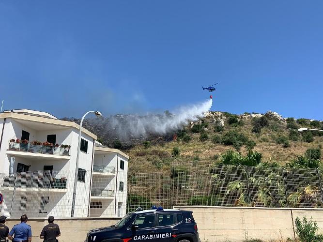 https://www.ragusanews.com//immagini_articoli/26-06-2020/scicli-l-incendio-e-stato-domato-video-500.jpg
