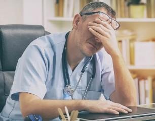 https://www.ragusanews.com//immagini_articoli/26-06-2020/sicilia-medico-malati-oncologici-da-operare-ma-noi-senza-guanti-240.jpg