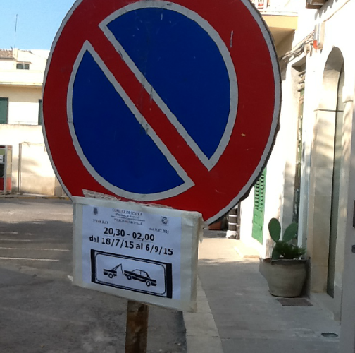 https://www.ragusanews.com//immagini_articoli/26-07-2015/a-donnalucata-il-caos-in-via-piazza-crispi-perdura-500.png
