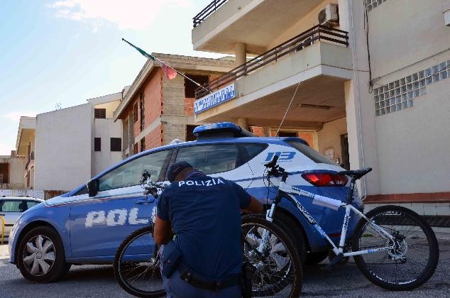 http://www.ragusanews.com//immagini_articoli/26-07-2016/ladri-di-biciclette-minorenni-arrestati-420.jpg