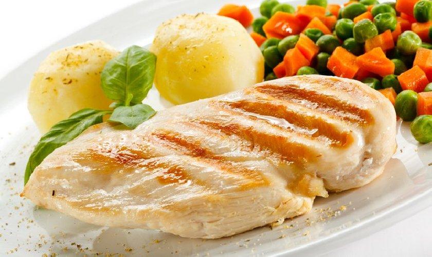 https://www.ragusanews.com//immagini_articoli/26-07-2018/dieta-pollo-500.jpg