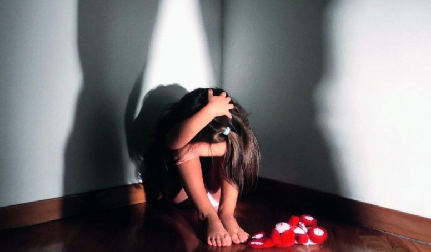 https://www.ragusanews.com//immagini_articoli/26-07-2018/enna-faceva-prostituire-figlia-anni-anziano-500.jpg