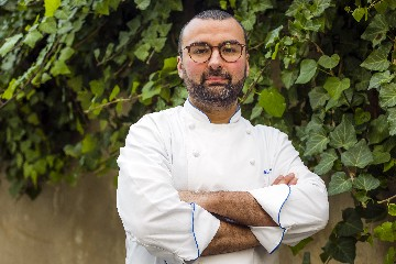 https://www.ragusanews.com//immagini_articoli/26-07-2020/1595781608-palazzolo-acreide-sei-chef-insieme-per-settecento-ristorante-and-friends-1-240.jpg