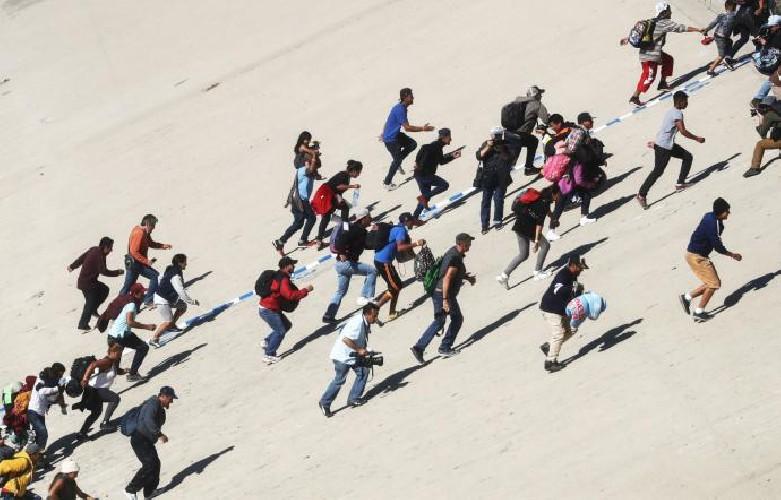 https://www.ragusanews.com//immagini_articoli/26-07-2020/sicilia-100-migranti-in-quarantena-fuggono-dal-centro-di-accoglienza-500.jpg