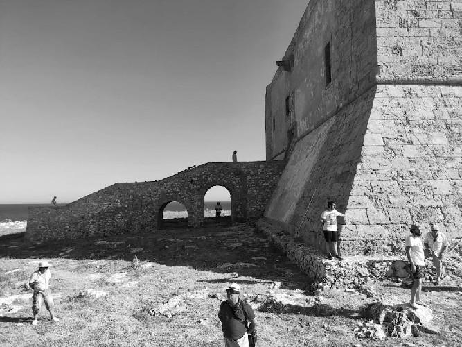 https://www.ragusanews.com//immagini_articoli/26-07-2020/viaggio-nella-sicilia-dell-800-la-pesca-del-tonno-le-cialome-la-fortezza-500.jpg
