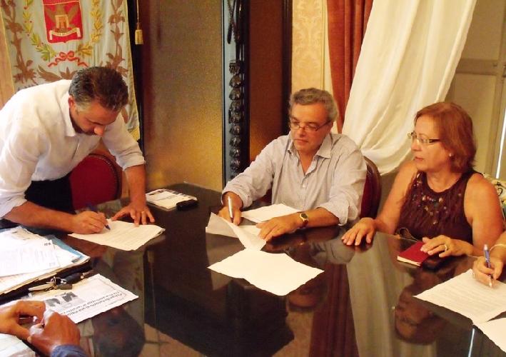 https://www.ragusanews.com//immagini_articoli/26-08-2013/a-modica-fari-accesi-sulla-sanita-500.jpg
