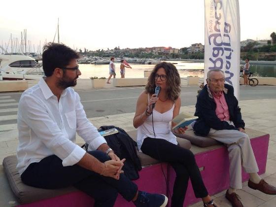 http://www.ragusanews.com//immagini_articoli/26-08-2016/hoefer-al-porto-per-parlare-di-camilleri-420.jpg